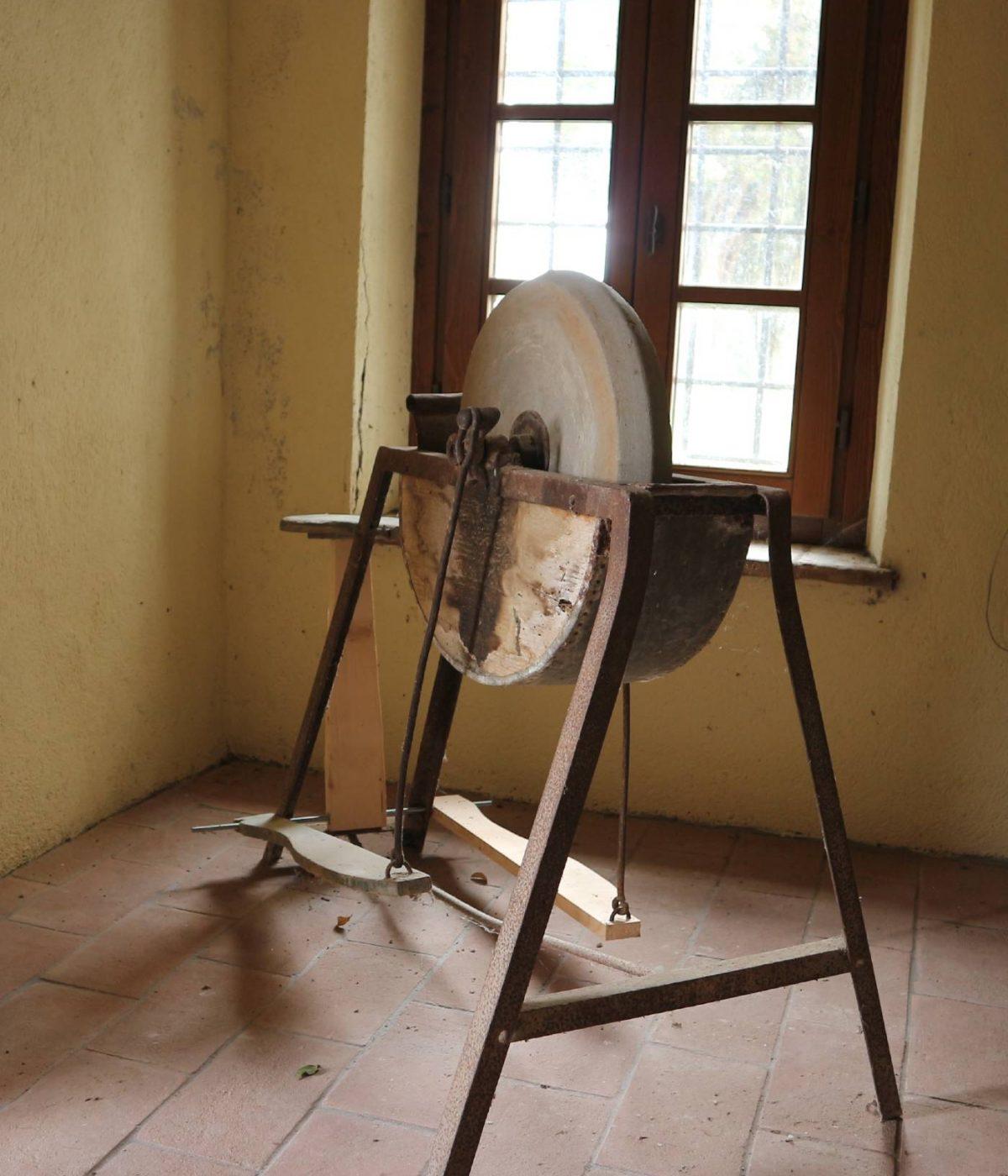 antica mola a pedali
